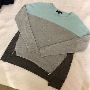 BANANA REPUBLIC Light Grey and Mint Sweater
